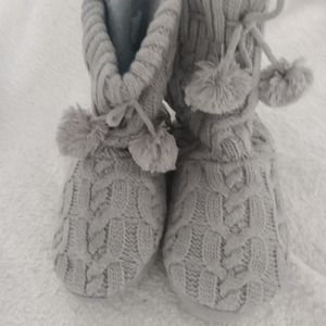 Womens Cable Knitted Slipper with Pom Poms